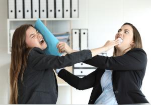 מריבה במשרד, וויכוח צעקני